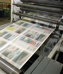 Máquina imprimindo um jornal